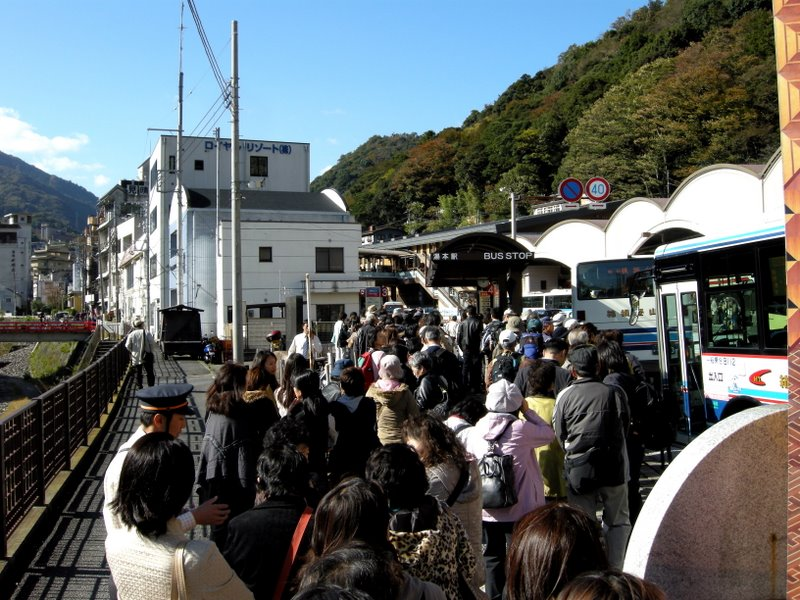 The queue at Yumoto Station bus stop